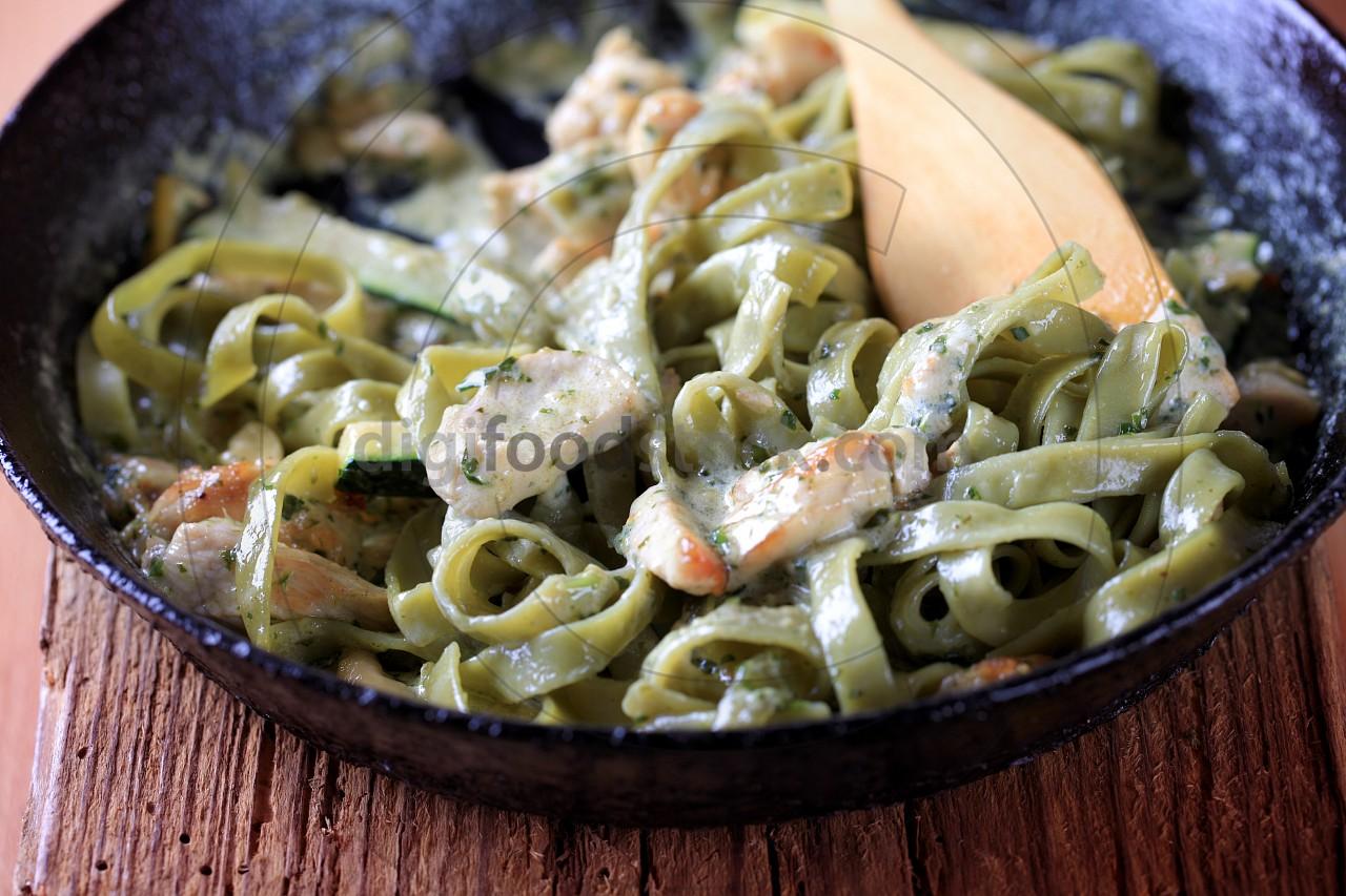 Spinach fettuccine with chicken, basil pesto and cream